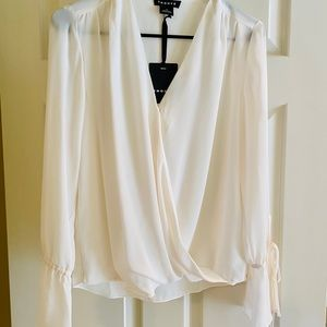 Blouse light with ties at wrist. See photos New